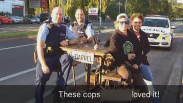 Une jolie photo souvenir avec des policiers néo-zélandais
