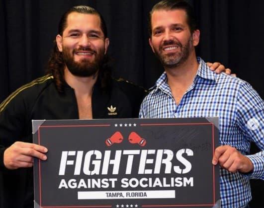 """Jorge Masvidal (à gauche) et Donald Trump Jr lors de la tournée """"Fighters Against Socialism"""" en Floride en octobre 2020"""
