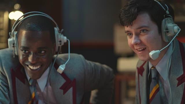 """Ncuti Gatwa et Asa Butterfield dans la saison 3 de """"Sex Education"""""""