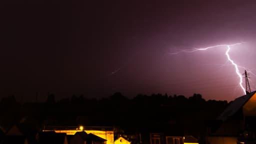 """Météo France a placé 19 départements en vigilance orange """"orages"""", vendredi 8 août 2014."""