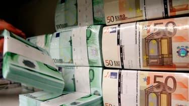"""La Cour des comptes a certifié les comptes 2012 de l'Etat avec quelques réserves et estimé que la réduction du déficit à l'avenir devait davantage reposer sur le contrôle des dépenses. Il y a, selon la Cour, nécessité """"de s'appuyer sur des prévisions de r"""