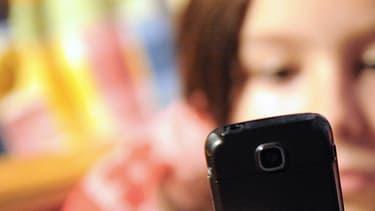 Les enfants sont rompus à l'utilisation des smartphones. (illustration)