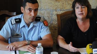 Le colonel Hubert Aligant et Isabelle Pagenelle, procureure de La Rochelle, lors d'une conférence de presse samedi.