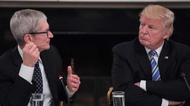 """Tim Cook, PDG d'Apple, a expliqué à Donald Trump en quoi sa politique vis-à-vis de la Chine est """"problématique"""""""