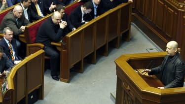 Le nouveau président par intérim, Olexandre Tourtchinov, à la tribune du parlement le 22 février