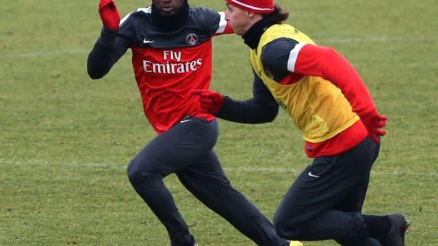 Zoumana Camara à la lutte avec Zlatan Ibrahimovic