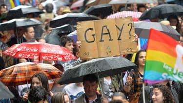 La marche des fiertés a débuté samedi sous une pluie battante.