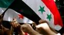 Lors d'une manifestation contre les autorités syriennes devant l'ambassade de Syrie au Caire. Plusieurs pays européens ont exhorté la Syrie à cesser de répondre par la violence aux manifestations en faveur de la démocratie, mardi, après l'envoi de chars d