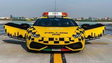 Après l'Aventador, la Huracan devient le nouveau véhicule d'intervention de l'aéroport de Bologne.