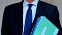 """Le secrétaire d'Etat à la Fonction publique, Georges Tron, est visé par deux plaintes pour harcèlement sexuel déposées par d'anciennes employées de sa mairie. Le maire UMP de Draveil (Essonne) rejettent ces accusations et y voit une """"vengeance personnelle"""