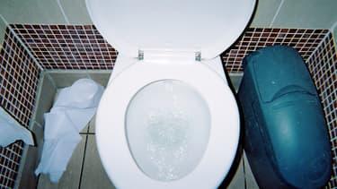 Les toilettes pour dames de cinq bars parisiens auraient été espionnés.