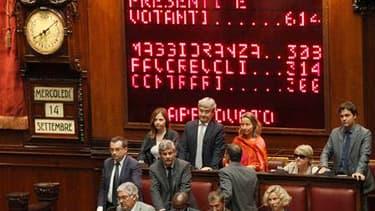 Membres de l'opposition mercredi après l'adoption par la Chambre des députés italienne du plan d'austérité mis au point par le gouvernement de Silvio Berlusconi pour équilibrer le budget d'ici à 2013. Avec ce vote, suivant celui du Sénat le 7 septembre, l