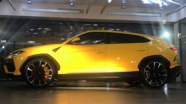 Le Lamborghini Urus dévoilé lors de l'ouverture du nouveau showroom parisien de la marque au taureau