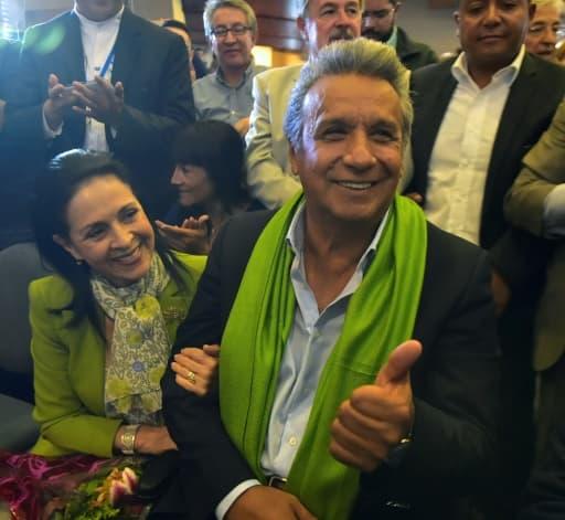 Le candidat socialiste à la présidentielle Lenin Moreno et son épouse Rocio Gonzalez, le 2 avril 2017 à Quito, en Equateur