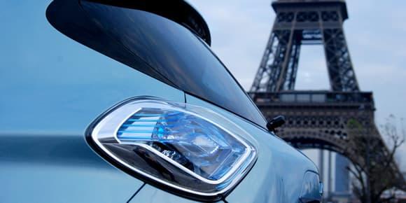 Beaucoup plus d'un siècle sépare la Zoé de la tour Eiffel.