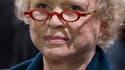 Florence Woerth va porter plainte contre Eva Joly, a annoncé mardi son mari Eric Woerth sur RMC et BFM TV. L'eurodéputée d'Europe Ecologie a accusé l'épouse de l'ancien ministre du Budget, qui travaille dans la holding familiale de Liliane Bettencourt, d'