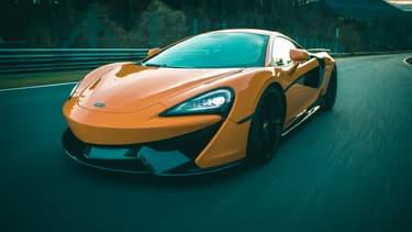 La petite McLaren conserve son V8 3,8 litres, mais de 570, il passe à 646 chevaux.