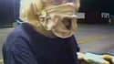 Une femme, qui portait des sous-vêtements masculins en guise de masque, a dérobé mardi de l'argent dans la caisse d'un McDonald d'Oklahoma avant de s'évanouir dans la nature. /Image vidéo tournée le 20 juillet 2010/Police de Midwest City/HO