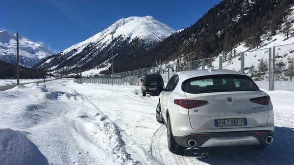 4,70 mètres de long, 2,82 mètres d'empattement, le Stelvio est aussi gros qu'un Peugeot 5008. L'habitabilité est cependant beaucoup moins importante.