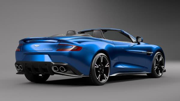 Comme sur le coupé, les quatre sorties d'échappement reflètent bien la puissance de ce modèle.