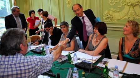 Le ministre du Travail Eric Woerth à son arrivée à la réunion sur la réforme des retraites avec les représentants syndicaux. Les principales organisations ont refusé de se prononcer sur le projet de loi, jugeant que le cadre de dialogue choisi par le mini