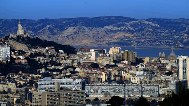 Vue générale de Marseille avec à gauche la basilique Notre-Dame de la Garde, le 19 janver 2019