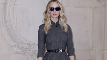 Jennifer Lawrence au défilé Dior à la Fashion Week de Paris