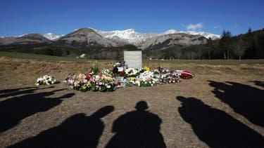 Les 150 victimes du crash ont été identifiées (ici la stèle en hommage aux victimes dans la commune de Vernet)