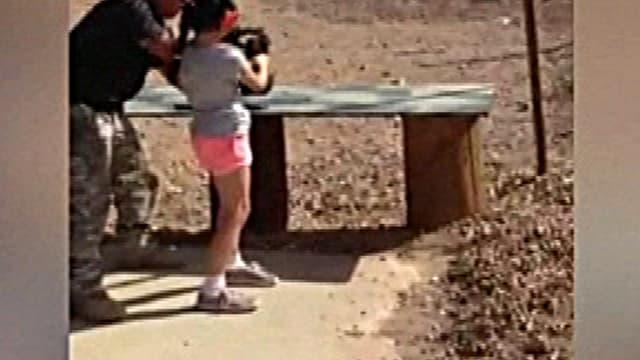 Image prise d'une vidéo amateur tournée par les parents de la fillette, quelques instants avant le drame. On y voit l'enfant avec son instructeur.