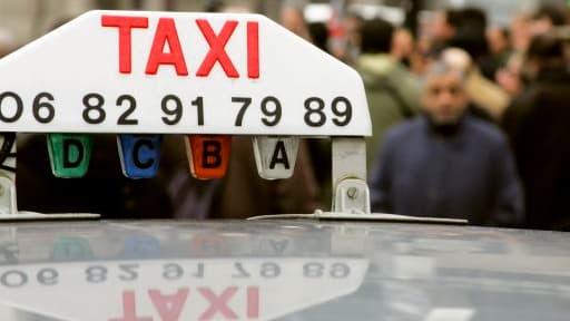 Avant de prendre le volant, les chauffeurs de taxis doivent acheter une licence qui leur donne droit à certaines prérogatives.
