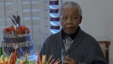 Nelson Mandela, 94 ans, souffre de nouveau d'une infection pulmonaire.