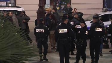Des policiers déployés devant palais de justice de Nice, à l'issue du procès, jeudi soir.