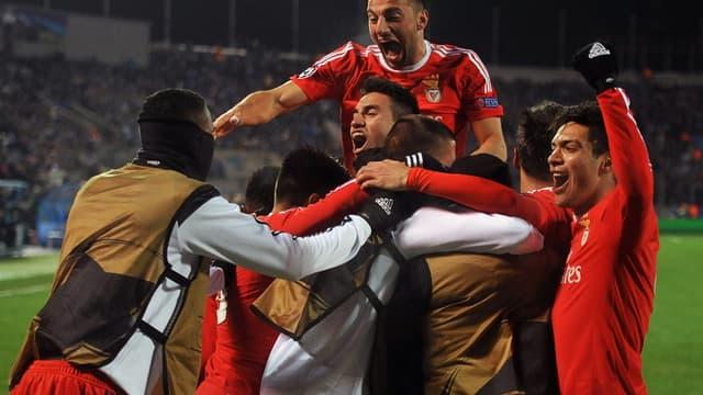 Les joueurs du Benfica Lisbonne fêtent leur qualification pour les quarts