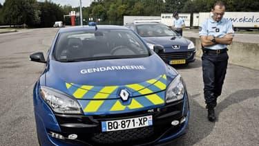 Des gendarmes du peloton autoroutier de Dijon contrôlent un automobiliste néérlandais sur l'A39, après une interception en Mégane RS, un bolide qui peut monter à 255 km/h.