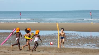 Baignade sur la plage de Deauville