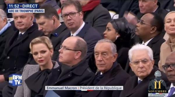 Le président serbe Aleksandar Vucic, avec les lunettes, au deuxième rang derrière et le prince et la princesse de Monaco.