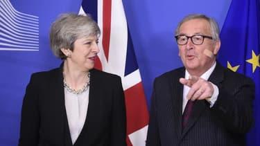 La Première ministre britannique Theresa May et le Président de la Commission européenne Jean-Claude Juncker à Bruxelles le 20 février.