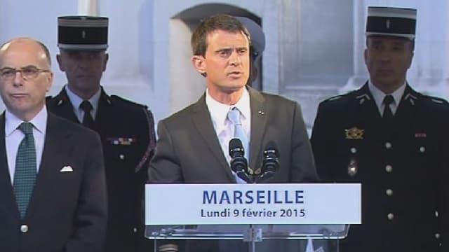 Manuel Valls devant les représentants des forces de l'ordre à Marseille lundi.