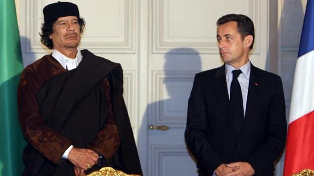 Mouammar Kadhafi et Nicolas Sarkozy le 10 décembre 2007