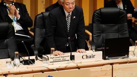 Les ministres de l'Environnement de plus de 200 pays, dont le Japonais Ryu Matsamoto (photo) qui préside les débats, sont toujours divisés sur les objectifs à atteindre dans la lutte contre l'extinction d'espèces animales et végétales. /Photo prise le 29