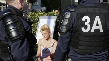 Frigide Barjot, figure médiatique de la mobilisation contre le mariage homosexuel en France, ne devrait pas participer à la nouvelle manifestation de dimanche en raison des menaces qui pèsent sur elle, illustrant la radicalisation du mouvement. /Photo pri