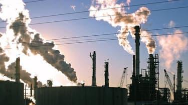 L'industrie française devrait se reprendre en 2015 et contribuer à la croissance qui atteindra 0,9%.