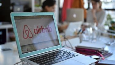 Le succès d'Airbnb déplaît aux professionnels. En France, les relations sont tendues avec les hôteliers notamment à cause de la taxe de séjour.