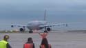 Le deuxième avion de rapatriés à l'aéroport Roissy Charles-de-Gaulle ce mercredi soir.