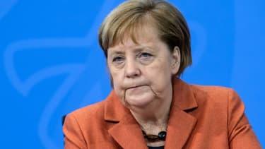 La chancelière Angela Merkel lors d'une visio-conférence sur la situation sanitaire depuis son bureau à Berlin, le 13 décembre 2020