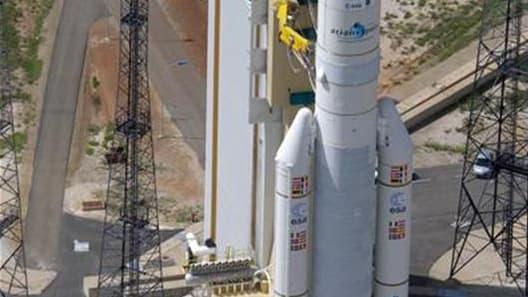 Le lanceur Ariane 5 a signé vendredi soir sa 65e mission en plaçant en orbite deux satellites de télécommunications. /Photo d'archives/REUTERS/ESA/Handout