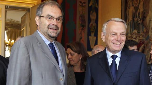 Le secrétaire général de la CFDT François Chérèque accueilli mardi à Matignon par le Premier ministre Jean-Marc Ayrault. Le chef du gouvernement, accompagné des ministres concernés par les dossiers, a entamé des consultations avec les syndicats et les org