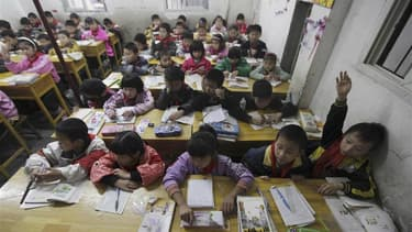 Pékin a interdit à des écoles maternelles d'une province septentrionale de procéder à la lecture des lignes de la main des bambins pour déterminer leur potentiel scolaire. /Photo d'archives/REUTERS