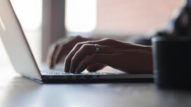 Get-Email est un plug-in à installer sur Chrome, qui permet de connaître les adresses professionnelles des personnes utilisant LinkedIn.