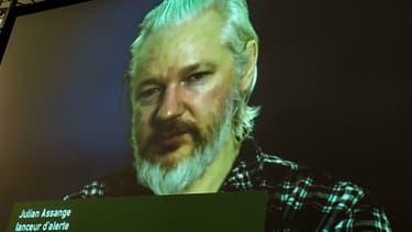 Le fondateur de Wikileaks lors d'une vidéo-conférence le 21 août 2015 lors des journées d'été des écologistes.